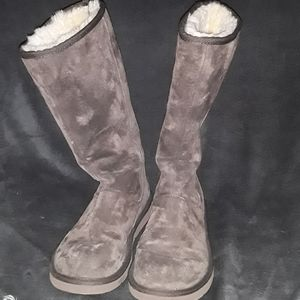 Brown ugh boots size 8